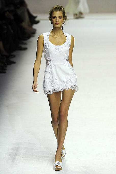 this white dress is absolutely fresh, i can just imagine wearing something like this on a hot day.
